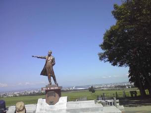 羊ヶ丘展望台のクラーク博士像(北海道札幌市)の写真素材 [FYI01236182]