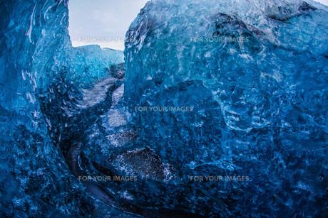 アイスランド・氷の洞窟(ヴァトナヨークトル)の写真素材 [FYI01236261]