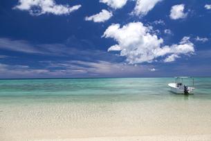 南の島の隠れビーチの写真素材 [FYI01236449]