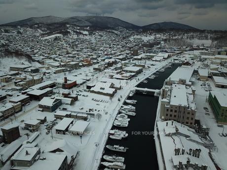 雪の降る街の写真素材 [FYI01236604]