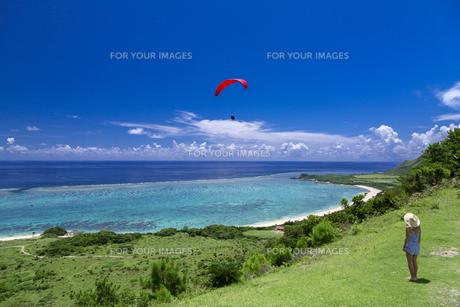 サンゴ礁の海を見下ろすの写真素材 [FYI01236672]