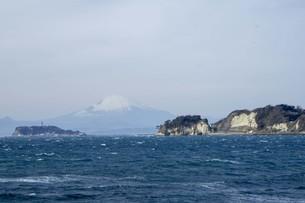 海と江の島と富士山の写真素材 [FYI01236785]