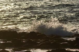 砕ける波の写真素材 [FYI01236906]