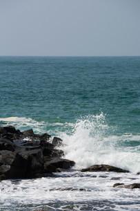 砕ける波の写真素材 [FYI01236909]