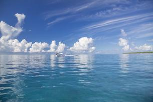 南の島のサンゴ礁の海の写真素材 [FYI01237150]
