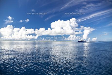 南の島のサンゴ礁の海の写真素材 [FYI01237152]