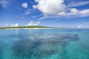 南の島のサンゴ礁の海の写真素材 [FYI01237161]