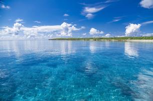 南の島のサンゴ礁の海の写真素材 [FYI01237167]