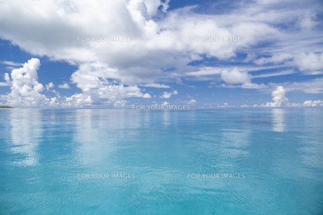南の島のサンゴ礁の海の写真素材 [FYI01237178]