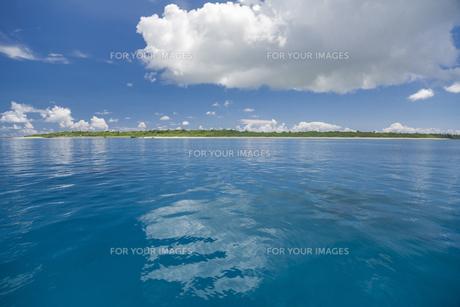 南の島のサンゴ礁の海の写真素材 [FYI01237180]