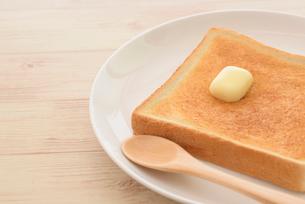 トーストとバターの写真素材 [FYI01237424]