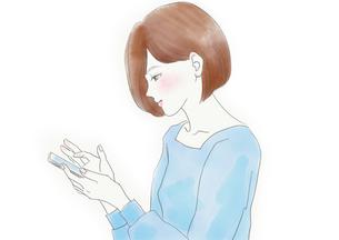 スマホを見る女性のイラスト素材 [FYI01237480]