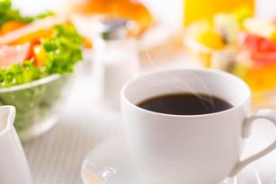 朝食〜ホットコーヒーの写真素材 [FYI01237530]