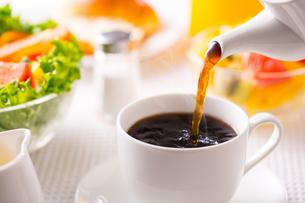 朝食〜ホットコーヒーの写真素材 [FYI01237531]