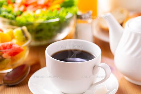 朝食〜ホットコーヒーの写真素材 [FYI01237540]