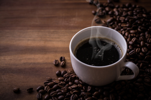 ホットコーヒーとコーヒー豆の写真素材 [FYI01237609]