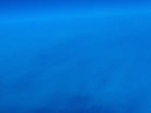 沖縄から乗った飛行機から見た空の写真素材 [FYI01237811]