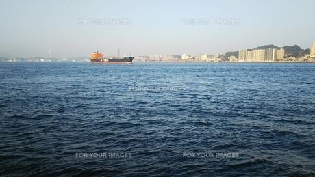 関門海峡 冬の朝 2の写真素材 [FYI01238178]