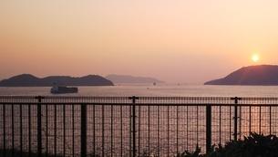 瀬戸内海の夕日の写真素材 [FYI01238189]