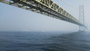 明石海峡大橋 冬の朝の写真素材 [FYI01238201]