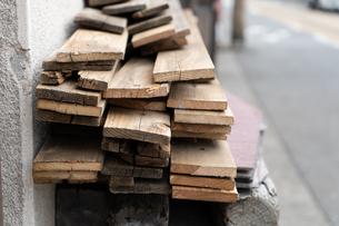 積み上げられた木材の写真素材 [FYI01238568]