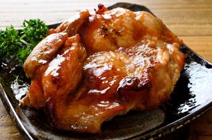 鶏の照り焼きの写真素材 [FYI01238970]