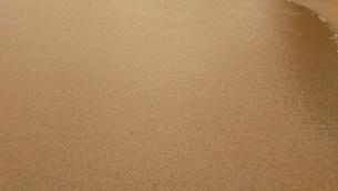 オーストラリア クイーンズランド州 パームコーヴ 波打ち際 Palm Cove Australia Cairnsの写真素材 [FYI01239011]