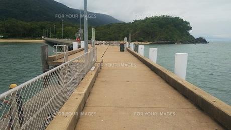 オーストラリア クイーンズランド州 パームコーヴの桟橋 Palm Cove Australia Cairnsの写真素材 [FYI01239013]