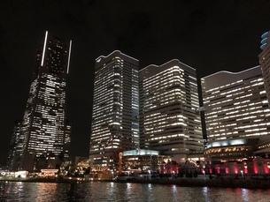 横浜 建物 夜景の写真素材 [FYI01239041]