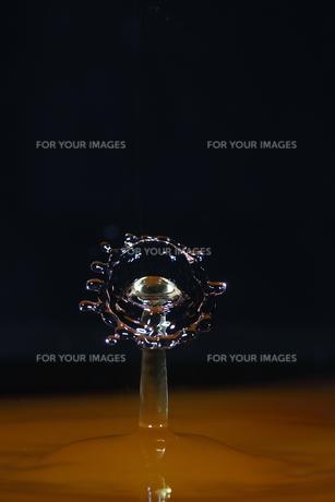 水滴のハイスピード撮影の写真素材 [FYI01239199]
