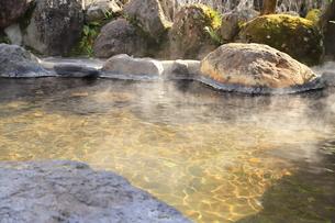旅館の露天風呂~温泉の写真素材 [FYI01239279]