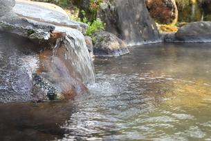 旅館の露天風呂~温泉の写真素材 [FYI01239285]