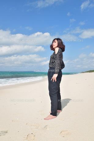 宮古島/リフレッシュ休暇の女性の写真素材 [FYI01239409]