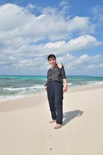 宮古島/リフレッシュ休暇の女性の写真素材 [FYI01239413]