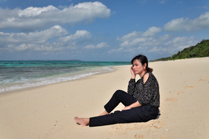 宮古島/リフレッシュ休暇の女性の写真素材 [FYI01239416]