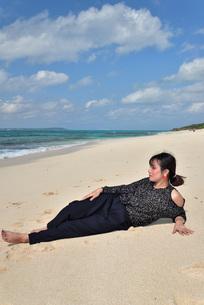 宮古島/リフレッシュ休暇の女性の写真素材 [FYI01239421]