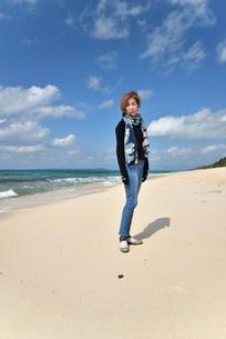 宮古島/リフレッシュ休暇の女性の写真素材 [FYI01239425]