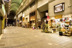 京都伏見大手筋商店街の写真素材 [FYI01239650]