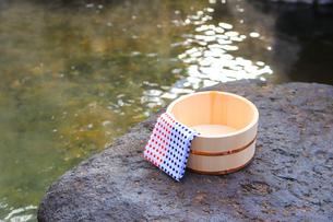 旅館の露天風呂~温泉の写真素材 [FYI01239698]