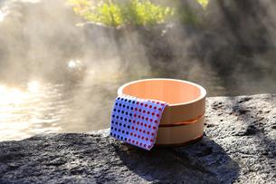 旅館の露天風呂~温泉の写真素材 [FYI01239700]