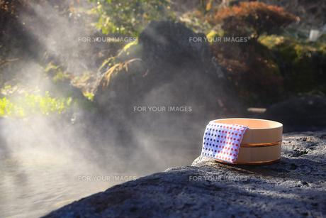 旅館の露天風呂~温泉の写真素材 [FYI01239705]
