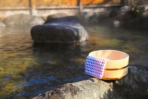 旅館の露天風呂~温泉の写真素材 [FYI01239709]