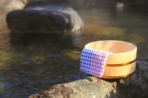 旅館の露天風呂~温泉の写真素材 [FYI01239710]