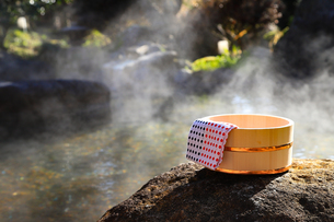 旅館の露天風呂~温泉の写真素材 [FYI01239715]
