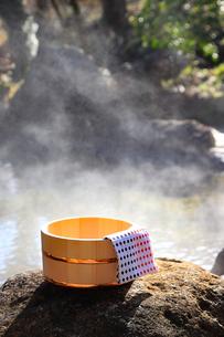 旅館の露天風呂~温泉の写真素材 [FYI01239721]