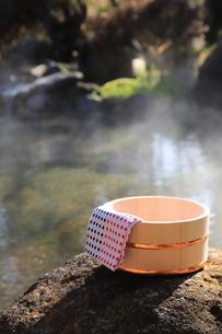 旅館の露天風呂~温泉の写真素材 [FYI01239724]