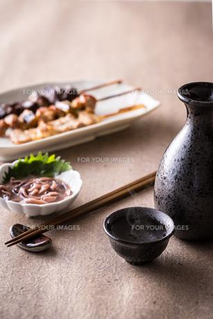日本酒とおつまみの写真素材 [FYI01239738]