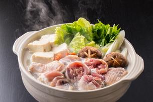 鶏鍋~水炊きの写真素材 [FYI01239751]