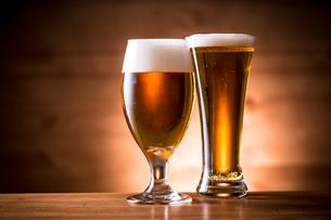 ビールで乾杯の写真素材 [FYI01240000]