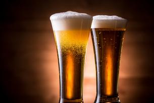 ビールで乾杯の写真素材 [FYI01240007]